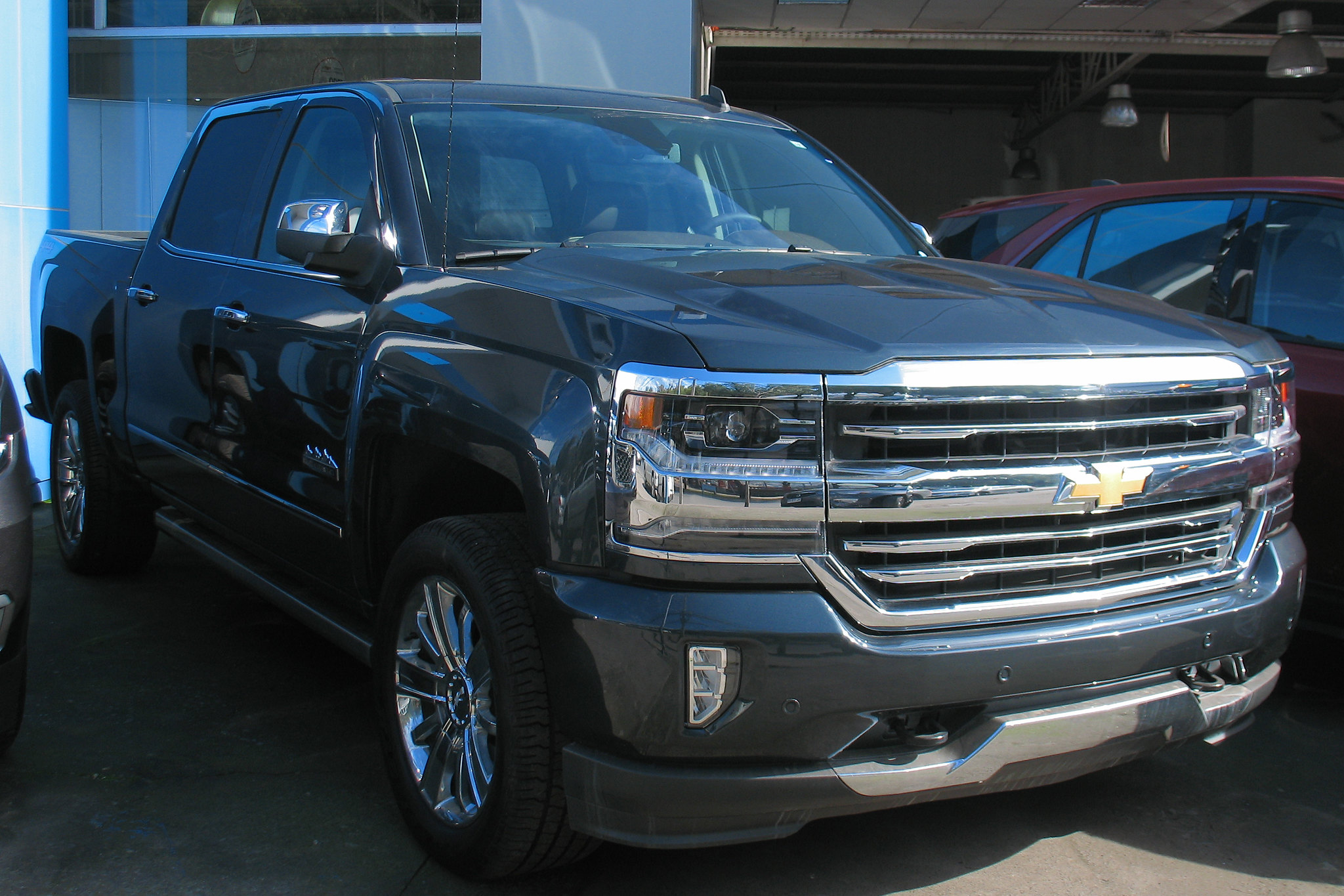 """Photo credit:""""Chevrolet Silverado High Country 2018"""" by RL GNZLZ is licensed under CC BY-SA 2.0"""